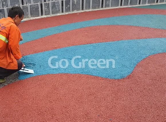 Proyecto de asfalto de color combinado rojo y azul