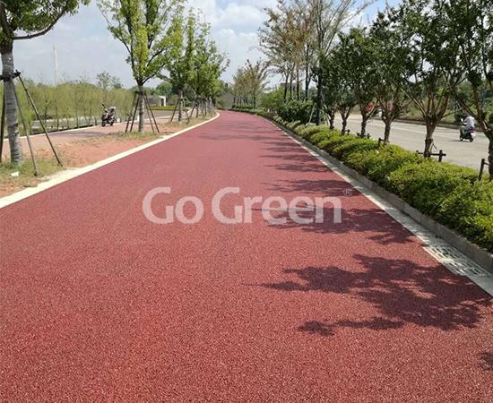 Proyecto de pavimento de asfalto poroso rojo completado con éxito