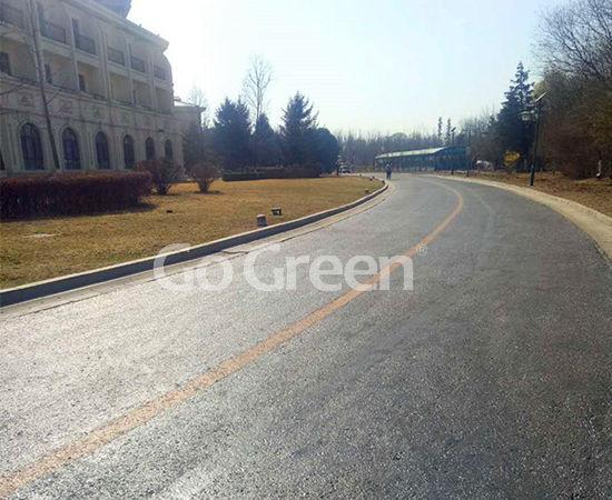 Sellador de pavimento asfáltico en proyecto de renovación vial de hotel de 5 estrellas