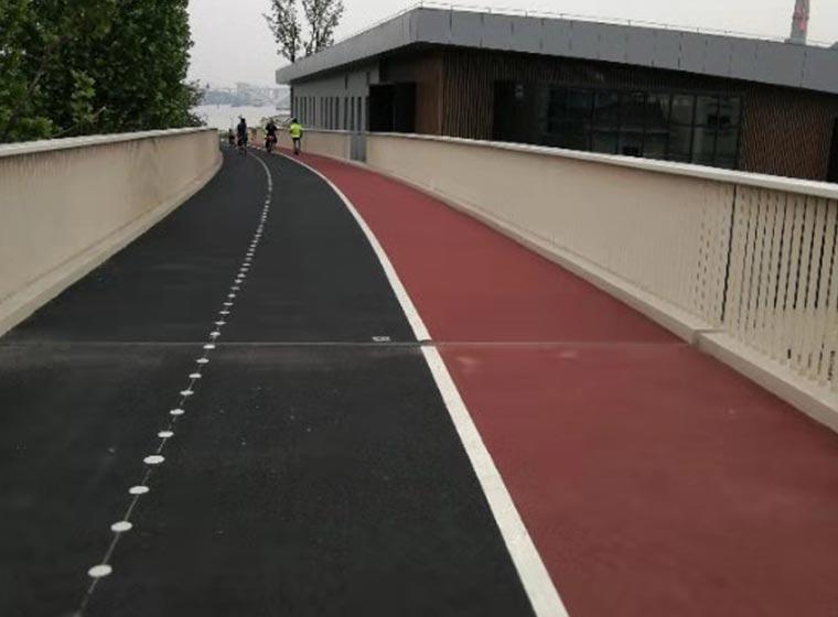 Pavimento antideslizante de color